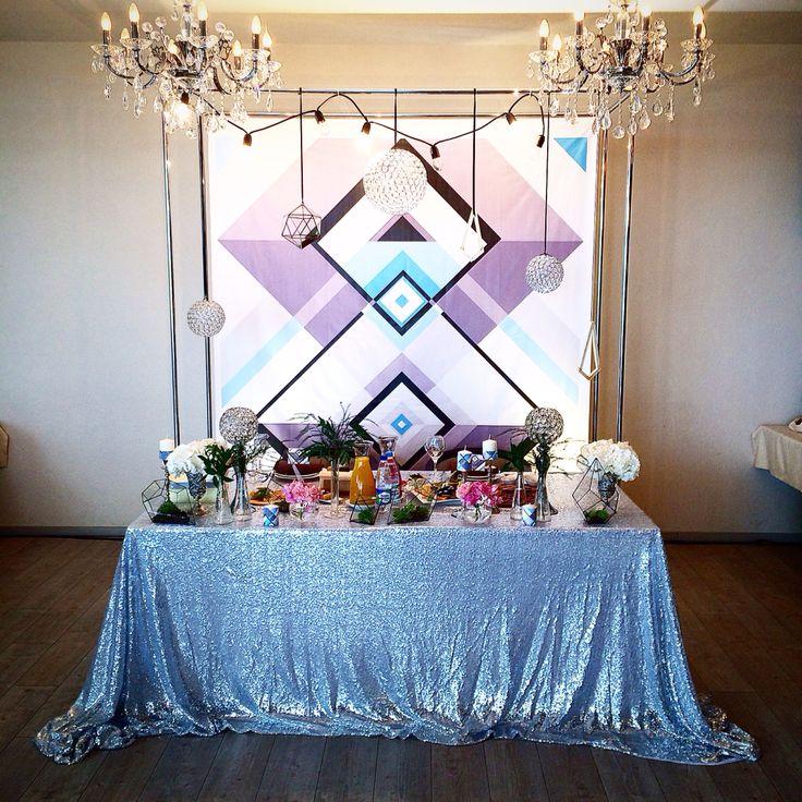 Геометрия на свадьбе, декор президиума в геометрическом стиле