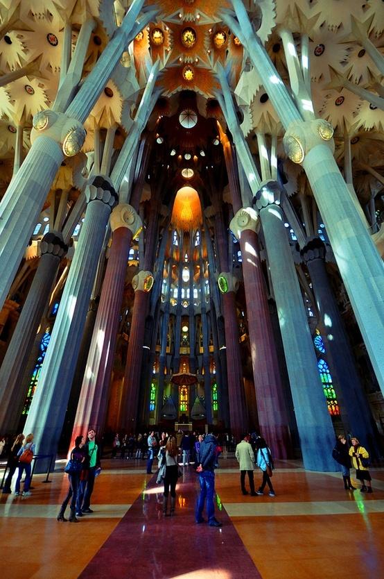 Barcellona Sagrada Familia di Antoni Gaudì by Gianluca Colombi, via 500px Confronta le offerte