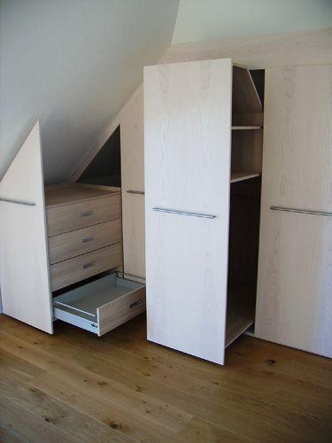 Шкафы выдвижные в мансарде