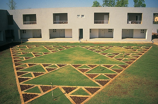 Charles correa_IUCAA, Pune University: Courtyard featuring a Sierpinski triangle in the landscaping