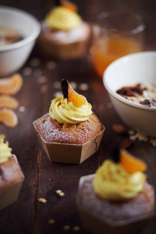 Muffins à la clémentine, glaçage au curcuma