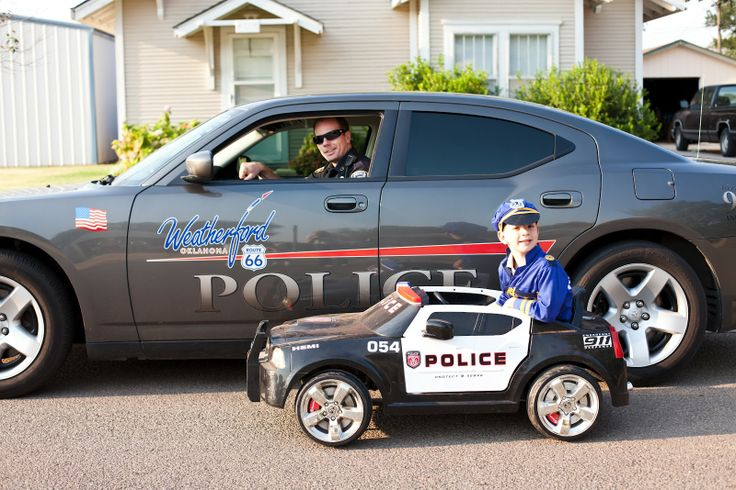 Family Themed Photo Shoot: The Jarnagins' Journal: Police Family via @Sarah Chintomby Chintomby Jarnagin