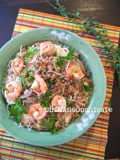お家で簡単!タイ料理~♪ヤムウンセン風フォーサラダ by SHIMA / ヤム=「和える」ウンセン=「春雨」タイのピリ辛エビの春雨サラダです。今回は春雨ではなく主食になる様にちょっと太めの米粉めんフォーの細い物で。食べ応えもバッチリ!先日の我が家でのタイ料理の宴でも大好評でしたっ♪シンプルなのにパクチーの香りとナンプラーでうんまい~っ / ナディア