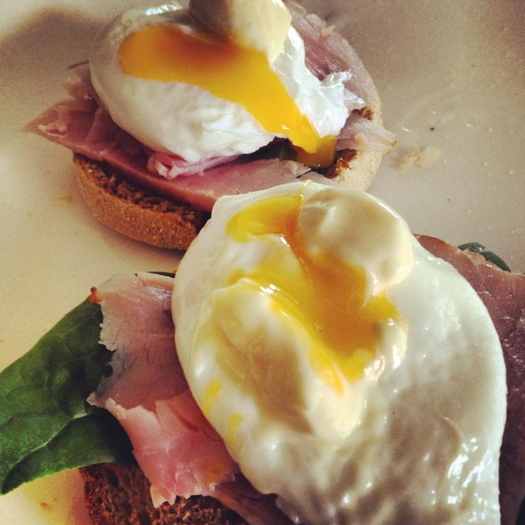 Christmas Breakfast! Eggs Benedict - yummy :)