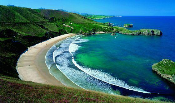 Torimbia, paisaje protegido en cuyas inmediaciones se puede paladear una lasaña de centollo.