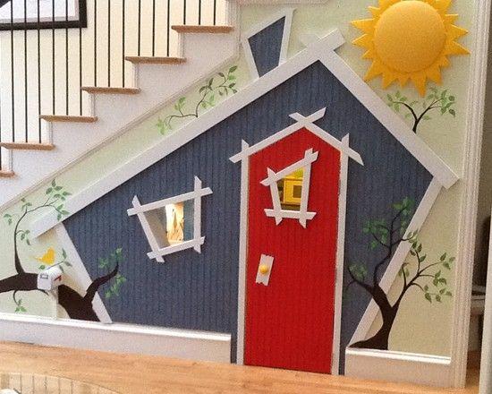 Escada com espaço para crianças embaixo