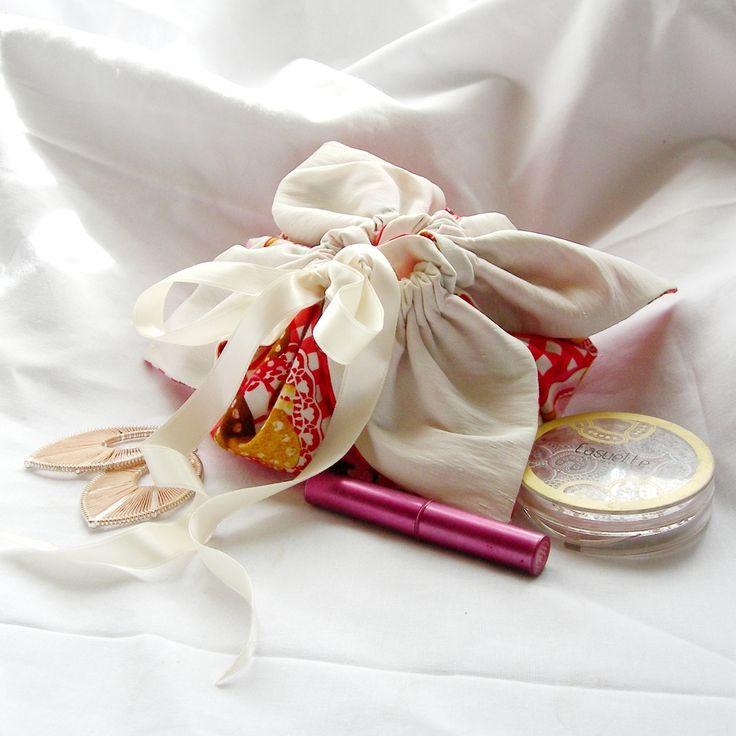 Bourse aum ni re r alis e en tissu aux motifs gourmands et ferm e par un ruban satin mod le - Exemple d album photo fait main ...