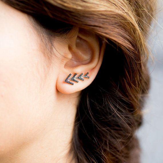 Delicate Ear Cuff Earring Black Zircon Stone No Piercing por ETHEIA. Minimalist woman jewelry | Minimalist silver accessories | Simple jewellery | Modern jewellery