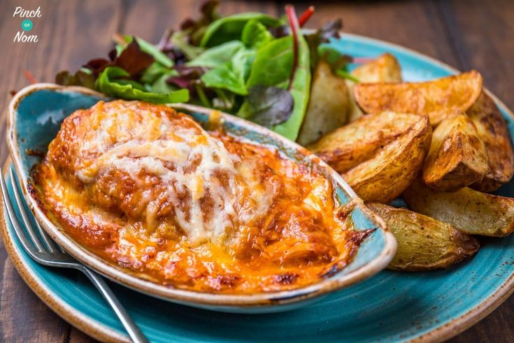 Like Chicken, BBQ sauce and Cheese? Then you'll LOVE this Slimming World Syn Free Hunters Chicken! You can even make it in the slow cooker.