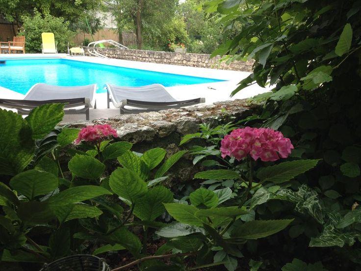 €60 B&B Le Coeur des Iles ligt in Messas, op 10 km van de Bordes Golf Club. Het biedt gratis toegang tot een buitenzwembad.