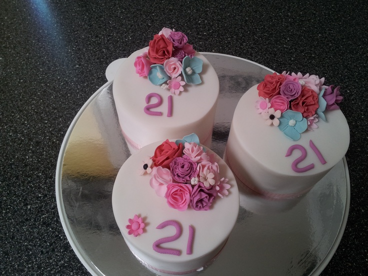 Three Tiny cakes for 3 stunning Girls