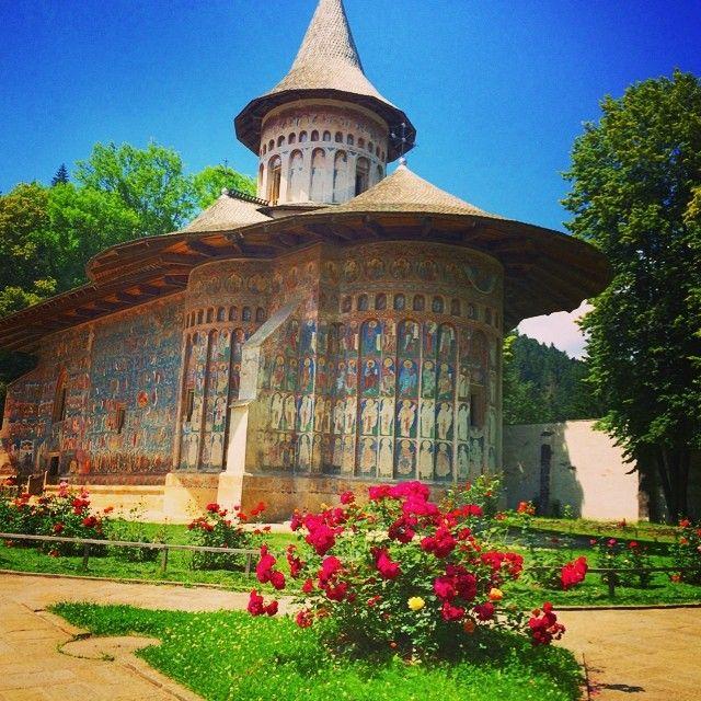 travel agency - www.turistclub.ro Manastirea Voronet. #roundtripromania #travel