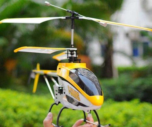 Uzaktan Kumandalı T40 Helikopter    82 cm uzunluğu, yüksek teknolojili seyrüsefer sistemleri ile açık ve kapalı alanlarda mükemmel keyif veren uzaktan kumandalı İ-Heli T40 model helikopter. Sınırlı sayıda özel fiyatı ile www.bidoludünya.com'da..   2,4 Ghz uzaktan kumanda teknolojisi ve 3D uçuş sistemine sahip.  Üzerindeki 5 Megapixel kamera ile istediğiniz alanı gökyüzünden çekim yapabilirsiniz..
