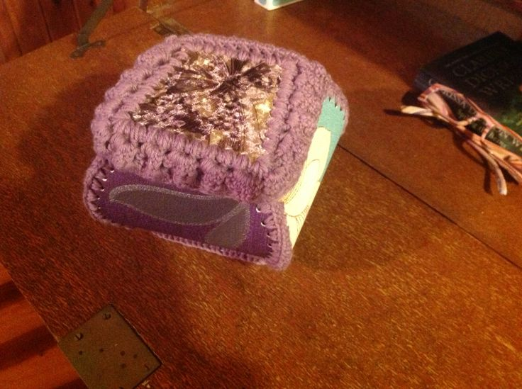 Granny Box, made from fabric wallpaper, cards and stretch velvet. Crochet together with wool.
