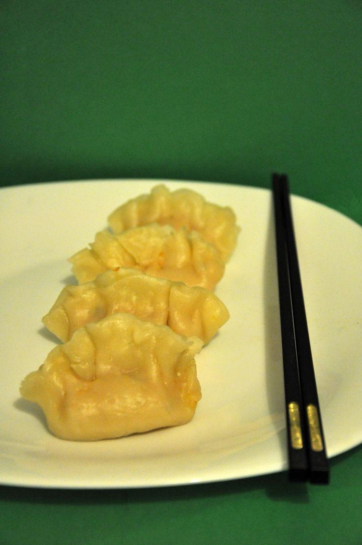 I ravioli di gamberi al vapore si trovano tra gli antipasti proposti dai ristoranti cinesi. La cottura è al vapore e la preparazione è molto semplice.