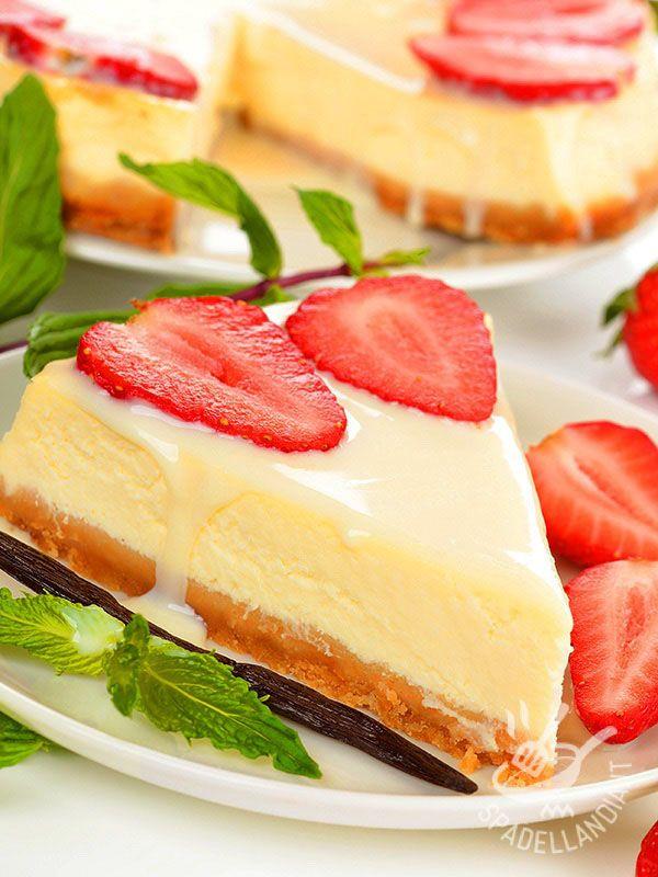 Impossibile resistere al golosissimo Cheesecake alla cioccolata bianca. Fresco, morbido e profumato, è una vera delizia per gli amanti del settore...