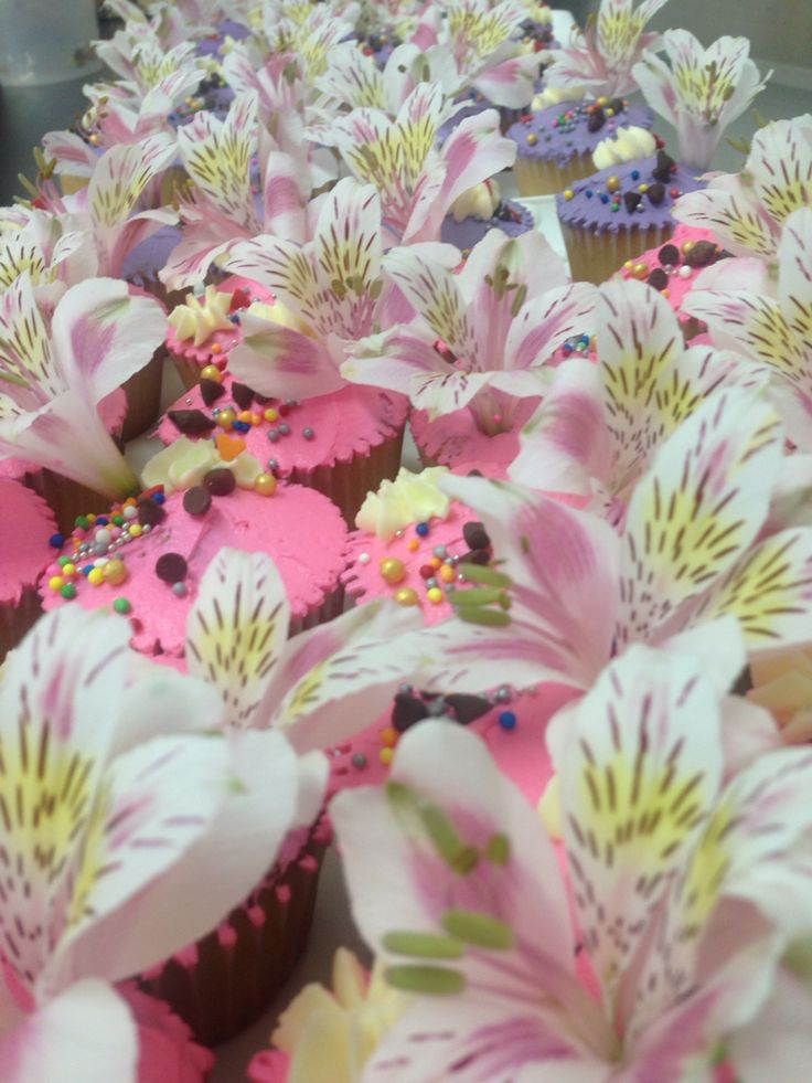 Natural flowers cupcakes