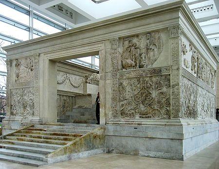 Ara Pacis Augustea,fine 1 sec a.C., originariamente in una zona del campo marzio a Roma, ora al museo dell'Ara Pacis
