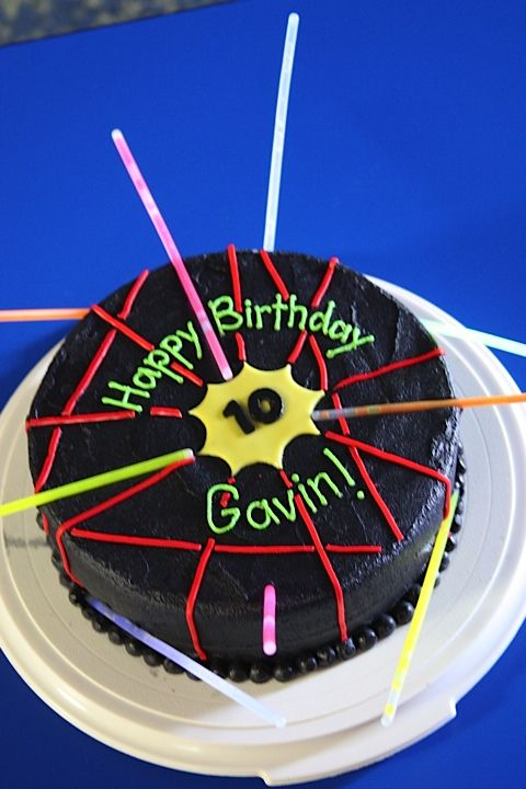 laser tag cake idea...if I ever do a lazer tag party again...!