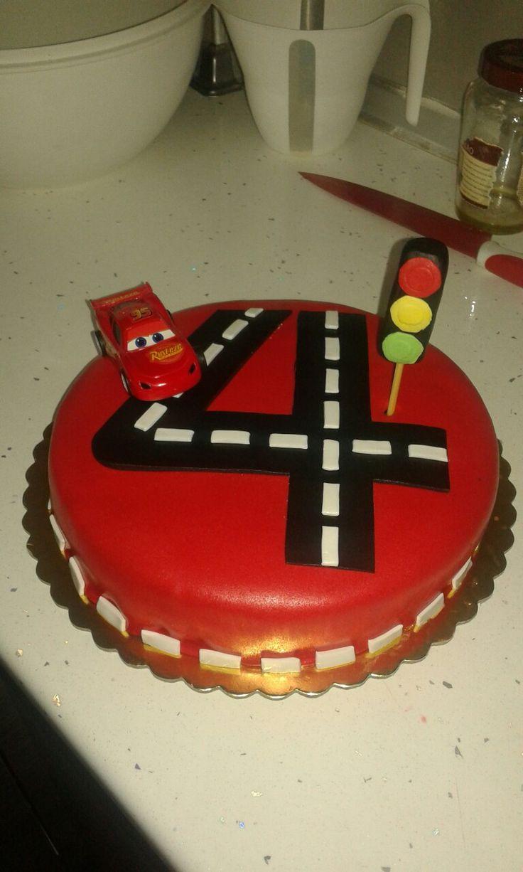 MC queen birthday cake