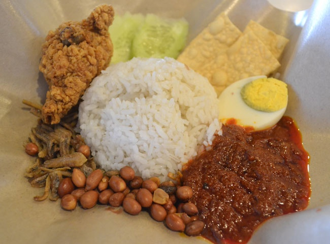 Nasi Lemak a rice dish with chicken (ayam) sambal egg and peanuts. Best of KL Malaysian Food. For our boutique Kuala Lumpur City Guide incl. Malaysian Food and Kuala Lumpur Boutique Hotels check our website: http://best-of-kl.com/