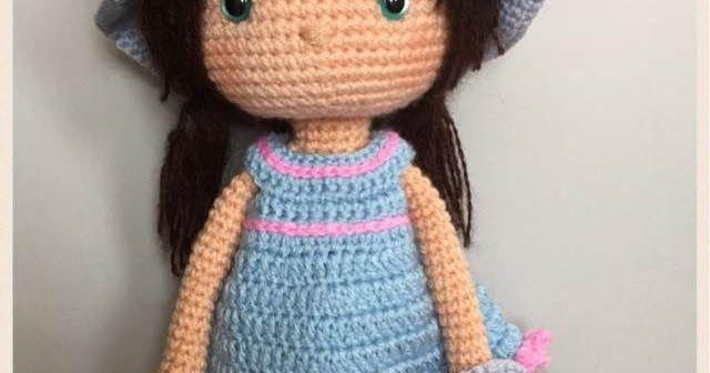 La bambola è realizzata in lana acrilica  Tutti gli accessori sono removibili: scarpe, borsa, cappello e vestito  Occhi di sicurezza colora...