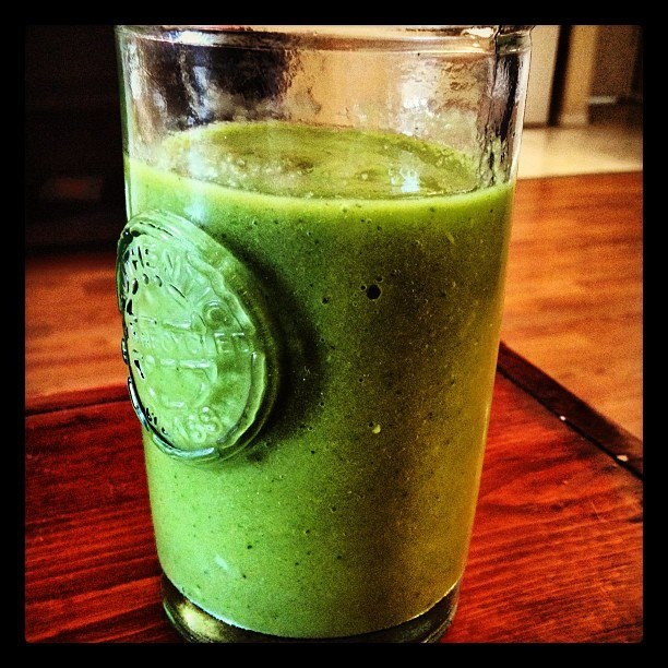 GREEN Smoothie: Spinach, Celery, Mango, Pear, Honey