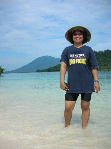 Sebuku Island, Canti