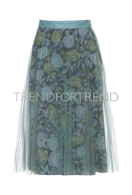 BURBERRY |Seasonless | Green flower tulle skirt | STELLA MCCARTNEY | Spring/Summer 2017 | Croc embossed bag | Are you an editor or a Blogger ? Sign up at TrendForTrend . You will find a well sorted library of more than 10.000 images and a series of tools to create engaging content to save time ....#clickandpublish