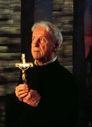 The priest who inspired 'The Exorcist' died due to injuries sustained during terrifying exorcism.