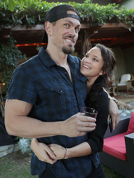 Star Tracks: Monday, October 3, 2016 | HUG IT OUT | Steve Howey and Ruby Modine share an embrace at the season 7 premiere of Shameless on Sunday in L.A.