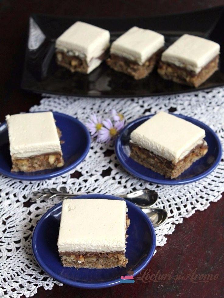 Prăjitură Parlament în altă variantă decât cea clasică. Prăjitură cu blat din albușuri cu nucă, cremă de ciocolată, biscuiți și cremă de gălbenuș cu frișcă.