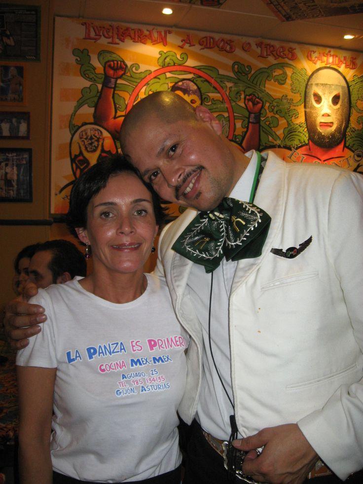 Agustina agarro mariachi