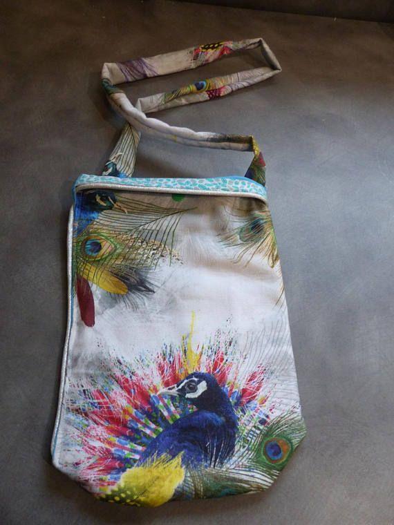 sac à main tendance et coloré tissus style desigual thème paon