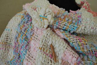 The Cozy Yarn Tejidos Urbanos: Delicado chal en telar de peine, realizado con hilado de algodon