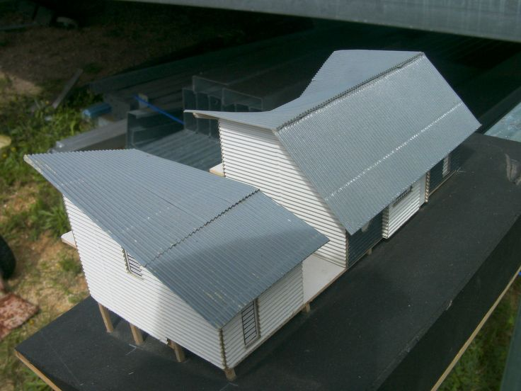 Model showing how the twisted roof works