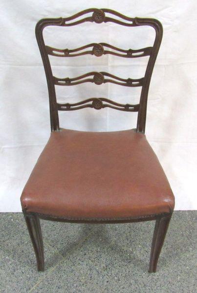 Cadeira em madeira nobre, assento tacheado em courvin vermelho, encosto vazado. Altura: 94 cm, largura: 51 cm, profundidade: 44 cm. (no estado)