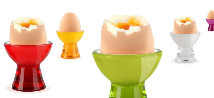 Praktyczny i nowoczesny kieliszek do jajek Mio Livio Vialli Design. Produkt został wykonany z najwyższej jakości akrylu. Kieliszek posiada stabilną nóżkę, co gwarantuje wygodne i bezpieczne użytkowanie. Intensywność barw kieliszków przyciąga uwagę i stanowi doskonały akcent na świątecznie nakrytym stole. Produkt dostępny w sześciu wersjach kolorystycznych. Kieliszki Mio Livio doskonale komponują się z produktami z serii Livio.