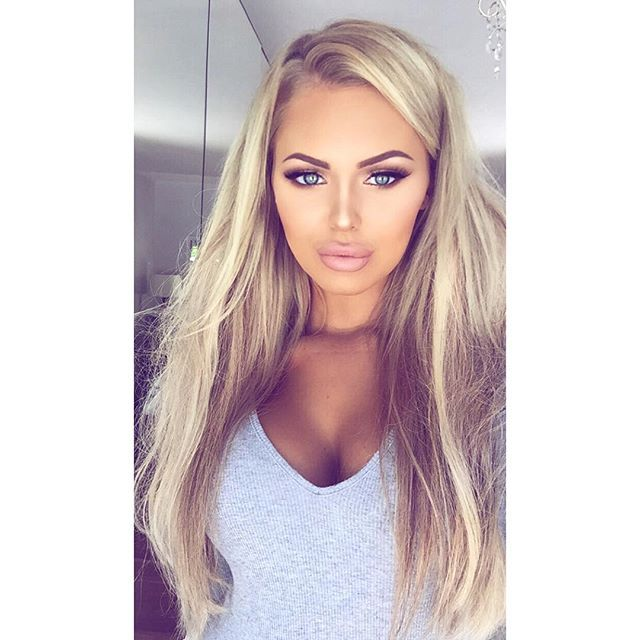 """Polly Marchant - """"Back at it again with my @foxylocks seamless 24"""" clip in extensions in Latte Blonde  code 'FoxyPolly' for a free gift with your next purchase #foxylocks Make up details on my make up page @makeupbypolly_ """""""