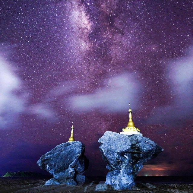 """This long-exposure photograph shows the Milky Way in the clear night sky at Ngwe Saung beach, west of Pathein in Myanmar's Irrawaddy region. Check out this and the other """"37 Of The Most Powerful Photos Of This Week"""" ~link in our bio~ (:Ye Aung Thu/AFP/Getty Images, ✏️:@gabrielheliosanchez ) #BuzzFeed #PhotoBuzz"""