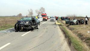 Trei persoane şi-au pierdut viaţa într-un accident cumplit care a avut loc luni, 30 martie, în afara localităţii Bârca. Un autoturism condus de către Nicolae Dumitru, 71 de ani, din Craiova, rula pe DJ 561, iar într-o curbă la dreapta nu a adaptat viteza la condiţiile de drum, a pierdut controlul volanului şi a pătruns […]