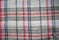 Tessuto scozzese  colore grigio mt 2,45 altezza 1,46 prezzo 24,5