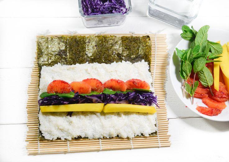 Colorful and yummy Maki sushi : Mango, blood orange, red cabbage, mint, fresh goat cheese.  #vegetarian #recipe