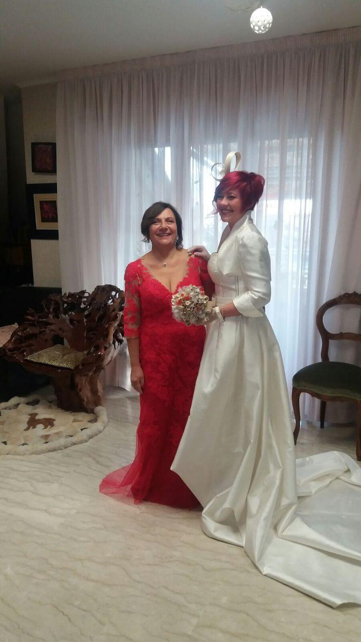 Aura indossa l' abito Cloe di Rosa Clarà.