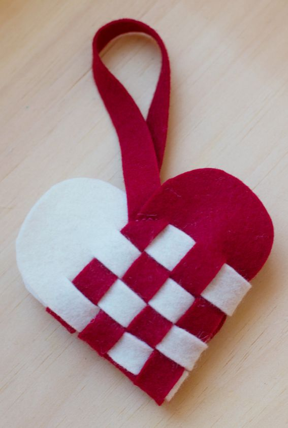 DIY woven heart basket. Fill it with a few sweets or a note for your Valentine. #novanatural