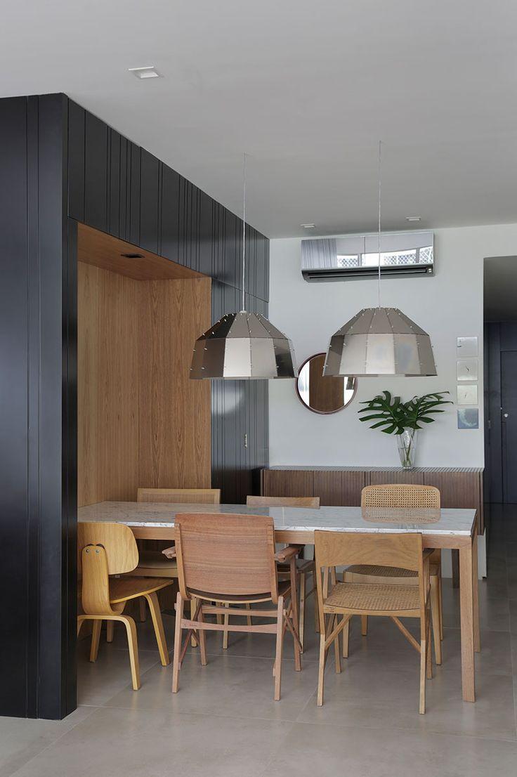 decoração, decoração de apartamento, apartamento, ambiente integrado, revestimento, decoração estilosa, estilo, sala de jantar, mesa de jantar, cadeira de madeira, pendente.