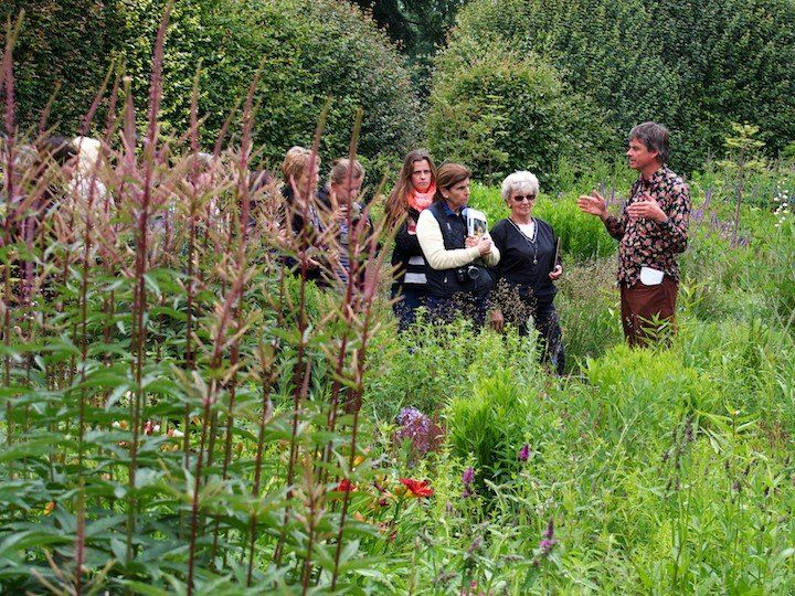 Noel kingsbury talks plants to the workshop group at for Kingsbury garden designs