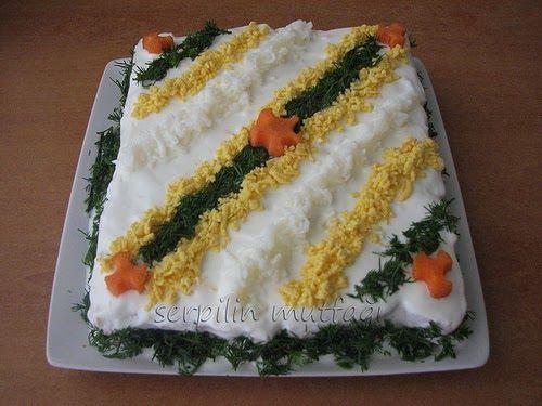 Yine misafir sofralarında çok şık duran bir salata paylaşmak istedim. 1 paket tuzlu etimek Y...