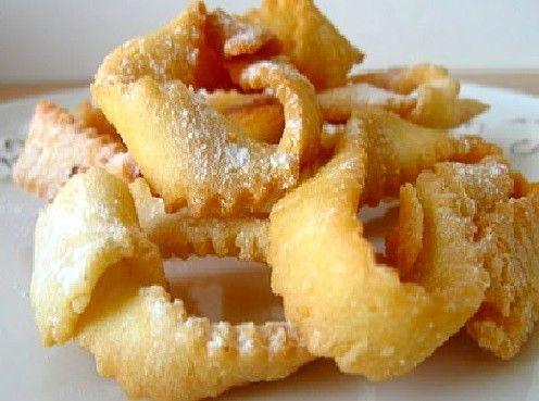 Lorsque la période du carnaval arrive, ce sont les ganses que les Niçois réalisent. Ces petits beignets de pâte croustillantes constituent une de nos spécialités typiques. Voici notre recette. Ingrédients pour 8 personnes : Farine : 250 g Levure chimique...