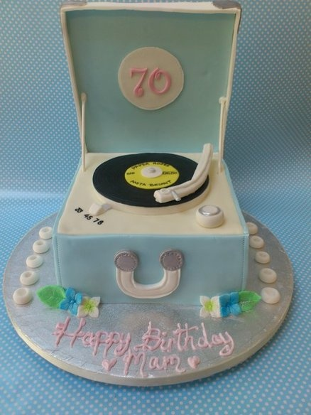 Retro Record Player Cake @catherine gruntman gruntman Lyall Stephenson - For Dad?